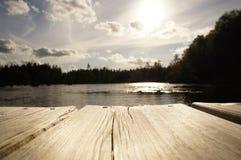 Schwedischer See in der Landschaft Stockfotos