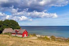 Schwedisches Häuschenhaus in Ostsee Lizenzfreie Stockfotos