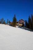 Schwedisches Haus im Winter Stockfotografie