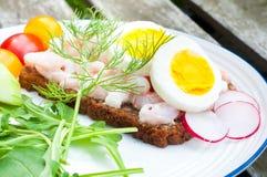 Schwedisches offenes Sandwich des Artroggenbrotes Stockfotografie