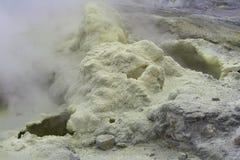 Schwefel an der Spitze des Vulkans Gorely Lizenzfreie Stockfotografie