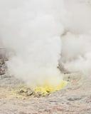 Schwefeldämpfe, die von der Entlüftungsöffnung, Hokkaido ausstrahlen Lizenzfreie Stockfotografie