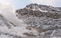 Schwefeldämpfe und vulkanische Aktivität, Hokkaido Lizenzfreie Stockfotografie