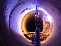 Schweißen im Tunnel-Rohr Stockfoto