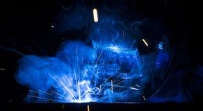 Schweißen unter Verwendung MIG/MAG Stockbild