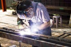 Schweißende Stahlkonstruktion Stockfotos