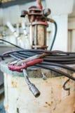 Schweißensstange auf dem schmutzigen Pumpenbehälter Lizenzfreie Stockfotografie
