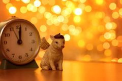 Schwein mit Weihnachtslichtern lizenzfreie stockbilder