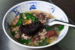 Schweinefleisch-Blut-Suppe u. x28; Tom Lerd Moo u. x29; Stockfoto
