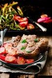 Schweinefleisch-Koteletts mit Bratenrettich Art rustikal stockbild