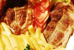Schweinefleisch mit Pommes-Frites stockbilder