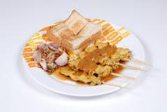 Schweinefleisch Satay mit Acar Stockfoto