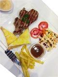 Schweinefleisch-Steak-Salat Lizenzfreies Stockbild