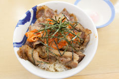 Schweinefleisch teriyaki mit Reis und Gemüse Stockfotos