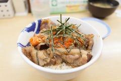 Schweinefleisch teriyaki mit Reis und Gemüse Stockbild