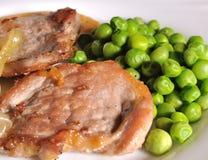 Schweinefleisch und grüne Erbsen Lizenzfreie Stockbilder