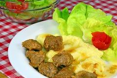 Schweinefleischeintopfgericht mit Kartoffelpürees Stockbild