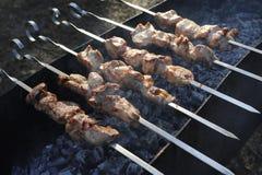 Schweinefleischgrill auf Aufsteckspindeln Lizenzfreies Stockbild