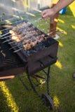 Schweinefleischkebab auf Aufsteckspindeln auf dem Grill Lizenzfreies Stockbild