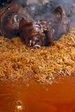 Schweinefleischknöchel platziert auf Kohl gekochtes traditionelles Lizenzfreie Stockfotografie