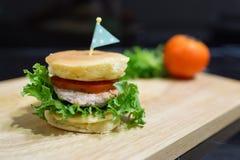 Schweinefleischpfannkuchenburger Stockfotos