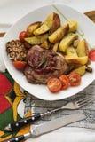 Schweinefleischsteak mit Kartoffel Stockbild