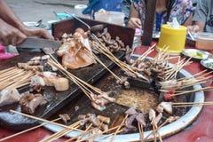 Schweinendstück Myanmar-Straßenlebensmittel in Birma lizenzfreie stockfotos