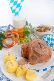 Schweinshaxe - nudillo del cerdo en Bavarian Imagen de archivo libre de regalías