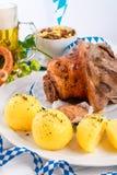 Schweinshaxe - nudillo del cerdo en Bavarian Fotografía de archivo