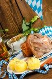 Schweinshaxe - nudillo del cerdo en Bavarian Fotos de archivo libres de regalías