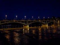 Schweiz Basel, BRO ÖVER Rhine River MOT HIMMEL I STAD Arkivfoto