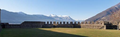 Schweiz Bellinzona slottar royaltyfria foton