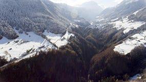 Schweiz fjällängar på vintern Arkivbilder