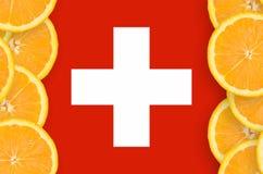 Schweiz flagga i vertikal ram för citrusfruktskivor royaltyfria bilder