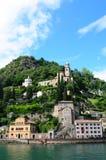 Schweiz: Kryssning till Morcote på sjön Lugano i kantonen Ticino royaltyfri bild