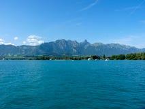 Schweiz Lauterbrunnen, SCENISK SIKT AV HAVET MOT BLÅ HIMMEL Arkivbilder