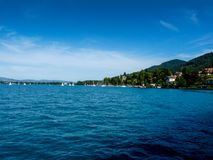 Schweiz Lauterbrunnen, SCENISK SIKT AV HAVET MOT BLÅ HIMMEL Royaltyfri Foto