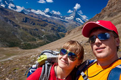 Schweiz- - Matterhorn-peack, Wanderer Lizenzfreie Stockfotos