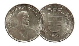 Schweiz schweiziskt mynt 5 fem silver f?r franc som 1965 isoleras p? vit bakgrund royaltyfria foton