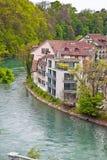 Schweiz, stadsBern och flod Aare Arkivbild