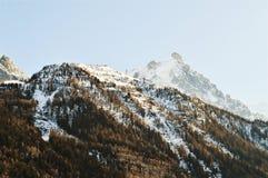 Schweiz- und Alpengipfel unter Schnee lizenzfreies stockbild