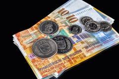Schweizareöppenhjärtigar - några sedlar och mynt fotografering för bildbyråer
