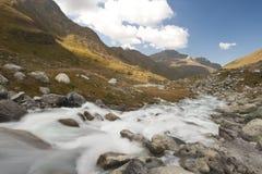 schweizare för alpsglaciärflod Arkivbilder