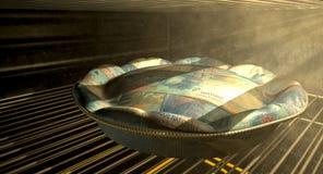 Schweizare Franc Money Pie Baking In ugnen Arkivfoto