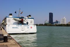 Schweizare krönar kryssningskeppet, Donau i Wien Österrike Royaltyfri Bild