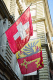 Schweizare- och Genèveflaggor arkivfoto