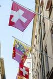 Schweizare- och Genèveflaggor Royaltyfri Fotografi