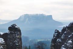 Schweizare Sachsen med Lilienstein Royaltyfri Bild