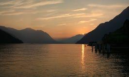 schweizare switzerland för solnedgång för lakebergpanorama Royaltyfria Bilder
