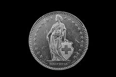 Schweizare två Franc Coin Isolated On en svart bakgrund arkivfoto
